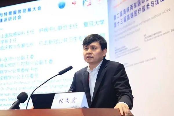 """张文宏:新冠病毒成""""常驻病毒"""""""