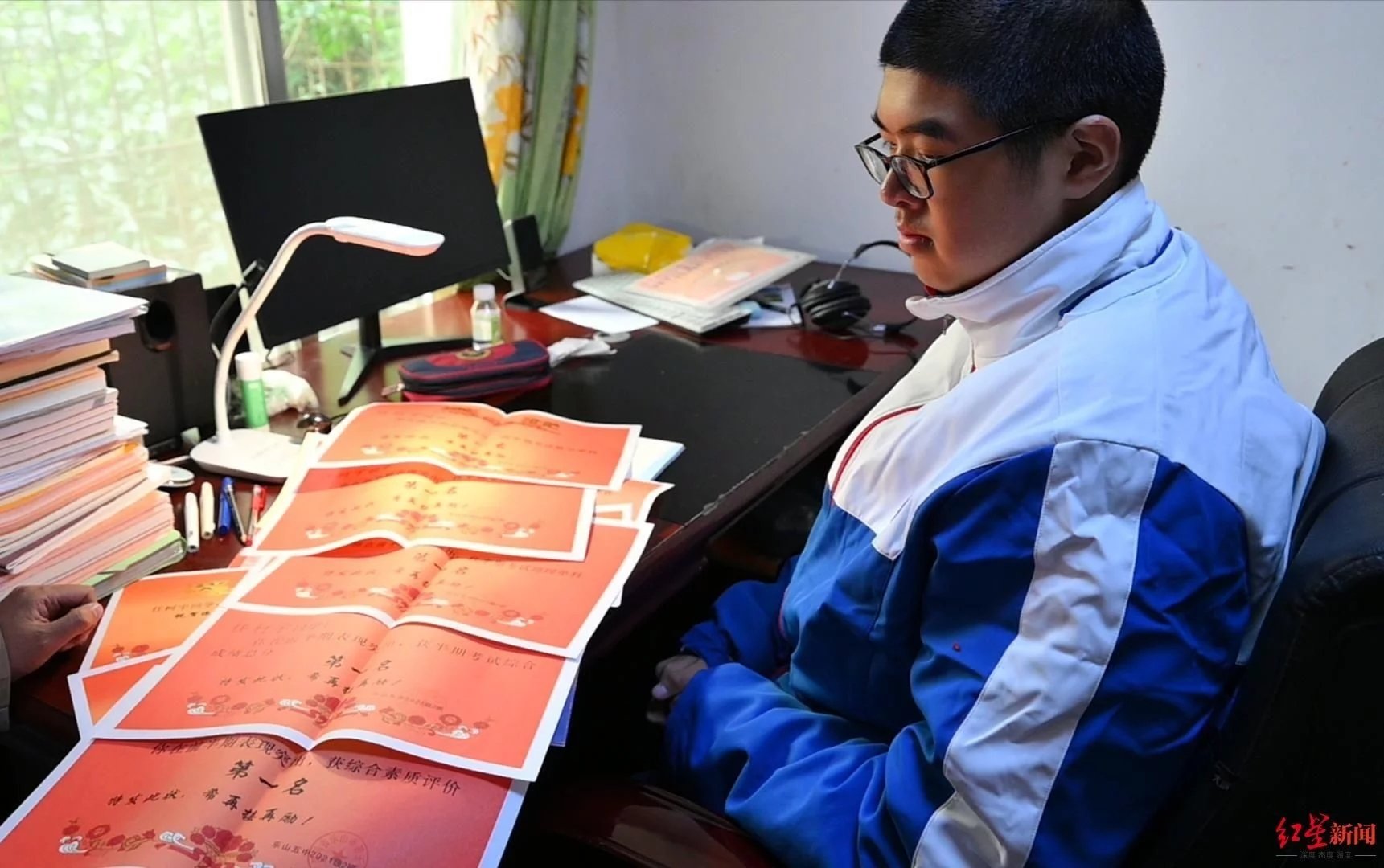 四川乐山14岁男孩高221厘米,挑战最高青少年吉尼斯世界纪录