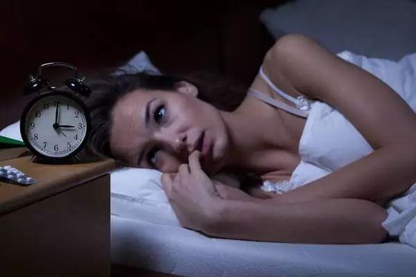 睡觉抖一下、抽筋、流口水是咋回事?该咋办?一文说清
