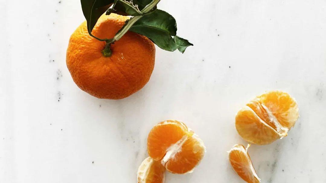 吃橘子会变黄,那吃酱油皮肤会变黑吗?