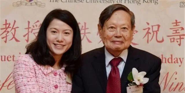 相伴17年,99岁的杨振宁同意翁帆改嫁,但财产归自己子女